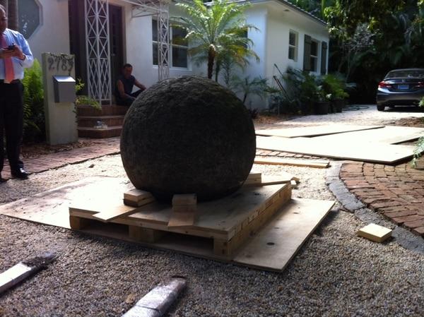 La esfera fue cuidadosamente embalada en una estructura de madera | JOHN BETANCOURT PARA LN