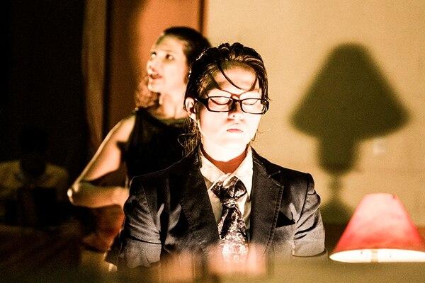 Doble. El espectáculo consta de dos monólogos interpretados por las actrices Natalia Amador y Adriana Maroto. Cortesía Carmen Díaz