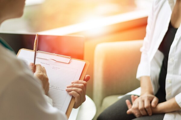 La Coordinación Nacional de Psicología ha buscado métodos de atención para los funcionarios de salud que se han visto afectados anímicamente por la pandemia. Charlas, talleres y atención individual son parte de su rutina de trabajo. Foto con fines ilustrativos/ Shutterstock
