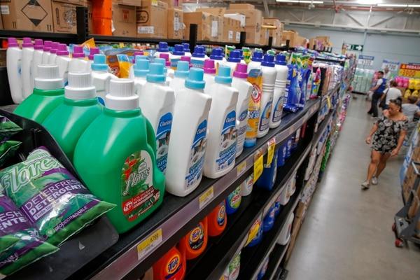 Las principales cadenas de supermercados del país coordinan con sus proveedores para elevar el abastecimiento de productos de limpieza e higiene en sus tiendas, en el país. (Imagen con fines ilustrativos) Fotos: Mayela López.