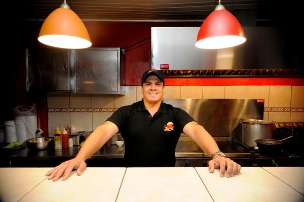 Johnny Valverde es el propietario de Big Johnny's. Fotografía: Rafael Murillo.