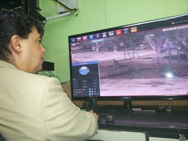El ministro de Seguridad, Mario Zamora, inauguró este lunes las dos salas de monitoreo.