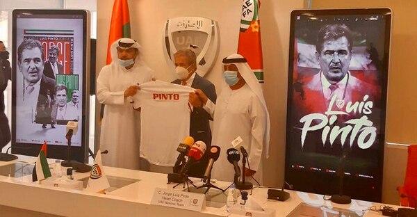 Jorge Luis Pinto técnico de Emiratos Árabes Unidos