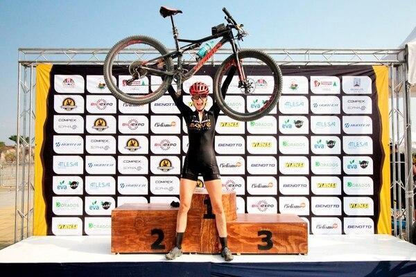 Leonora Jiménez superó tres etapas y 171 kilómetros para dejarse la victoria en la primera edición de La Ruta de los Conquistadores en su versión México en la categoría élite femenino. Fotografías: La Ruta-México 2019
