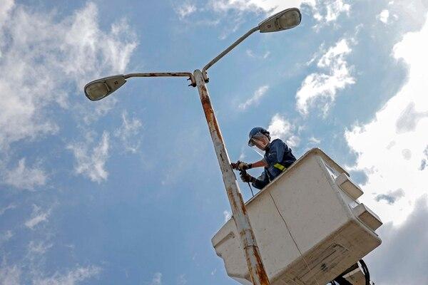 La CNFL reportó una pérdida de ¢23.000 millones a setiembre anterior. Minor Sánchez realizó trabajos de mantenimiento. | MAYELA LÓPEZ/ARCHIVO