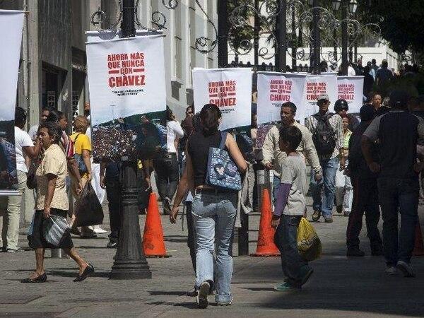 Una de las calles de Caracas muestra mensajes de solidaridad con Hugo Chávez. | EFE.