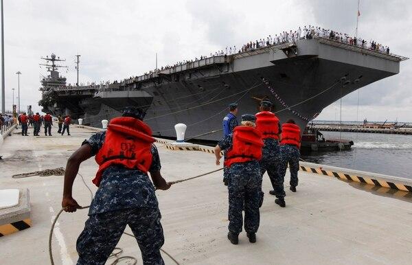 El portaaviones USS Abraham Lincoln a su arribo a la base naval de Norfolk, Virginia, en agosto del 2012.