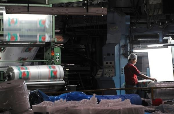 Yanber se dedicada a la fabricación de plásticos, tiene 490 empleados y 60 años de operar en el país. La empresa es hoy propiedad de un fideicomiso, conformado por bancos y proveedores, que tiene como objetivo sanear la operación, para luego venderla.   JORGE CASTILLO/ARCHIVO