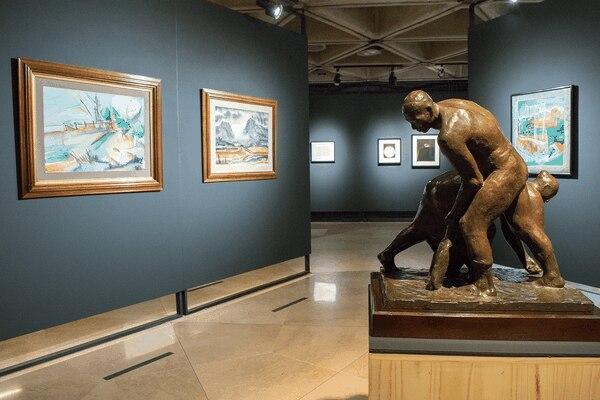 La muestra 'Artes visuales en los 70' cuenta con un total de 58 obras. Foto: Cortesía.