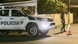 Homicidas acribillan de ocho balazos a joven de 20 años afuera de finca en Batán
