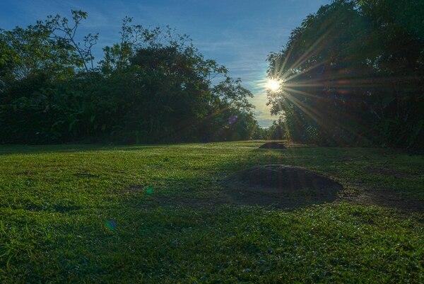 Alineamiento de esferas del sitio Finca 6 con la salida del sol. Ocurre dos veces al año: el 12 de abril y el 30 de agosto.