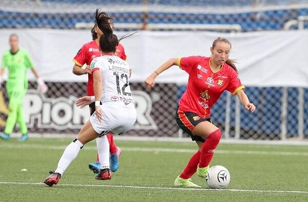 Gloriana Villalobos marcó diferencia con su juego y le dio el gol del gane a Herediano. Fotografía: John Durán