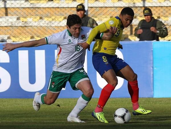 Bolivia y Ecuador empataron a cero goles en la paz en un partido que dejó en situación complicada a los segundos, rumbo a Brasil 2014.