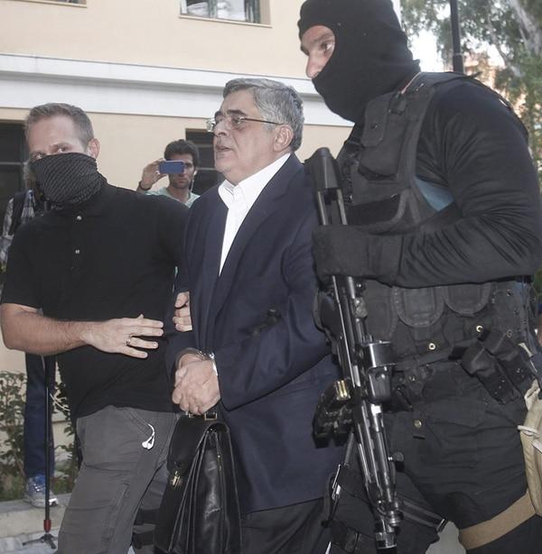 Nikos Michaloliakos, líder de Amanecer Dorado, capturado ayer. | EFE