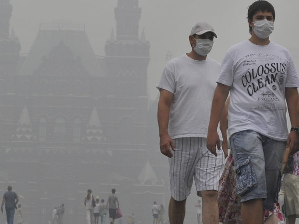 En agosto del 2010 los niveles de smog de la capital rusa agobiaron a turistas y habitantes.   ARCHIVO