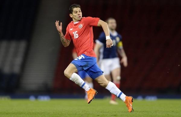 Cristian Gamboa en un juego amistoso de la Selección Nacional ante Escocia. Fotografía: AFP
