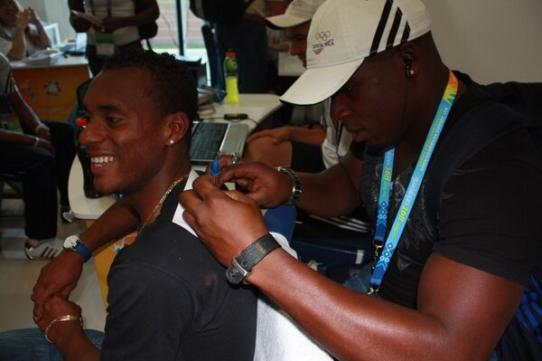 Nery Brenes y Roberto Sawyers son buenos amigos y así lo aclaró el lanzador de martillo. Ambos representaron al país en las justas de Río 2016.
