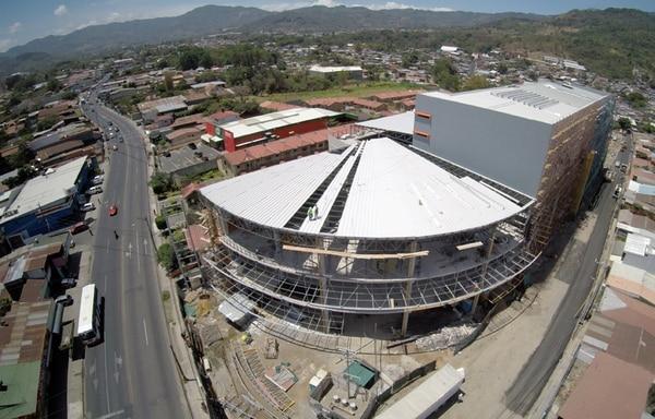 El Mall Zona Centro se construye en Desamparados y su apertura está prevista para octubre del 2015. Contará con un área de 23.500 metros cuadrados.