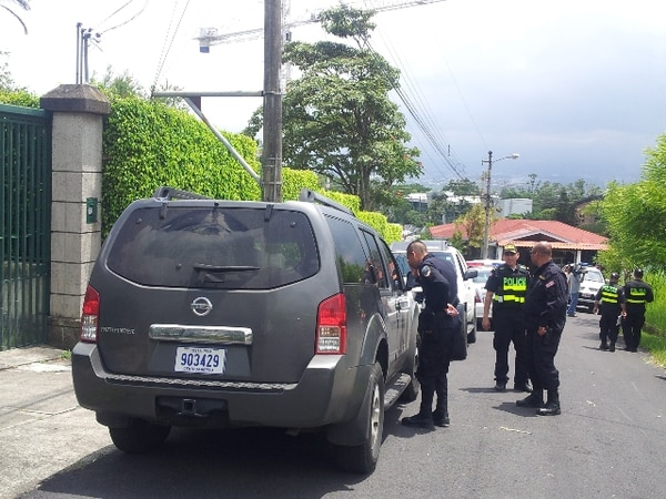 Los individuos escaparon hacia Santa Ana. En el camino dejaron un vehículo Nissan abandonado y, al parecer, siguieron en otro carro. | NICOLÁS AGUILAR
