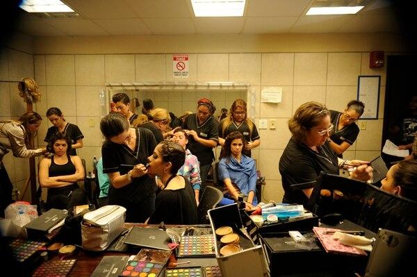 El caos en la sala de maquillaje, en el Melico Salazar.