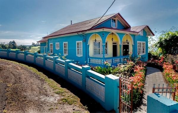 Muchas de las casas de madera de Costa Rica adoptaron la influencia de la arquitectura victoriana y la adaptaron a las condiciones locales.   JORGE SCOTT PARA LN
