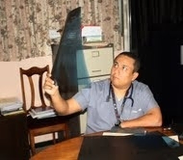 El médico Cristian Rodríguez atendió a la mujer afectada. | REINER MONTERO