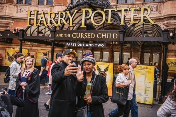 El Teatro Palace, en Londres, es donde se presenta actualmente la obra de teatro 'Harry Potter y el legado maldito', escrita por el dramaturgo y británico Jack Thorne. // Fotografía: Tom Jamieson/New York Times.