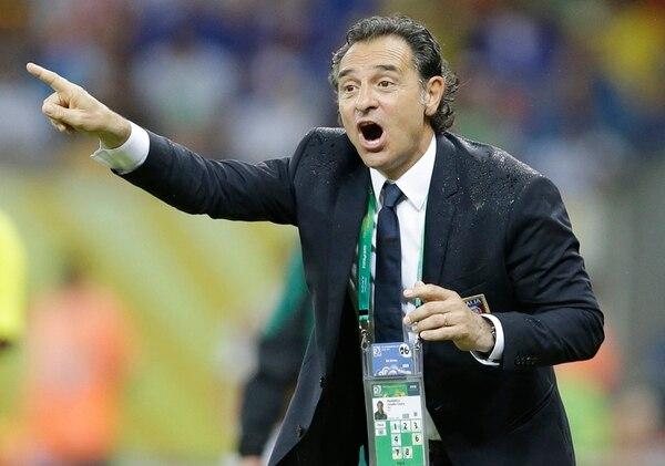 Cesare Prandelli es admirador de Pep Guardiola y su estilo de juego. No teme expresar sus opiniones y es un entrenador muy respetado en Italia. | AP