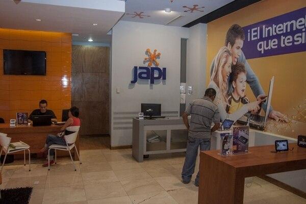 IBW comercializa sus servicios de Internet bajo la marca Japi. Esta es la tienda de Avenida Escazú. | PABLO MONTIEL.