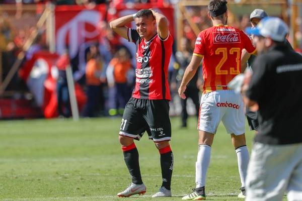 Róger Rojas salió frustrado el domingo al ver que la Liga no accedió a la gran final. En este año, él marcó 27 goles con los erizos. Fotografía: José Cordero