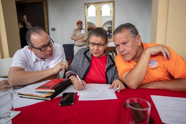Entre los líderes sindicales están Gilbert Díaz (der.) y Mélida Cedeño, ambos del sector educación. Fotografía José Cordero