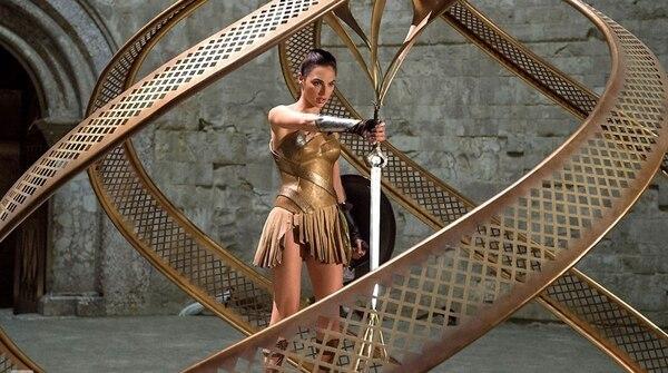Gal Gadot da lugar con firmeza a la Mujer Maravilla.
