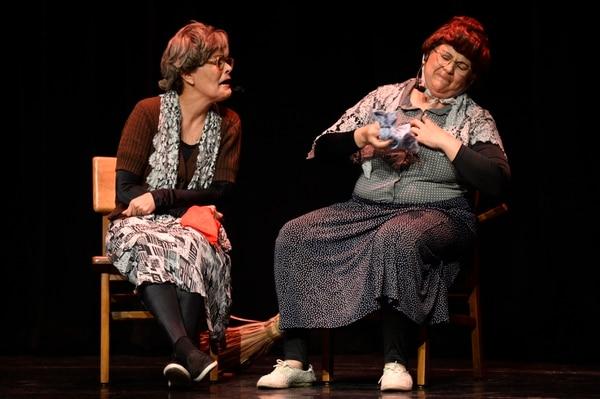 Menesiana (María) y Pilar (Marcia) son dos de los nuevos personajes que incorporaron las actrices a 'Esto no tiene nombre'. Fotografía: Diana Méndez.