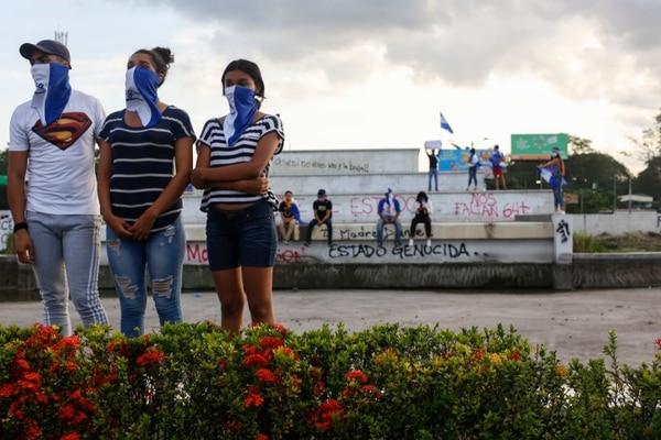 Jóvenes enmascarados participan en una protesta contra el gobierno del presidente Daniel Ortega con motivo del Día Nacional del Niño, en Managua, Nicaragua, el viernes 1 de junio de 2018. AP