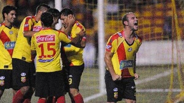 Esteban Ramírez, a la derecha, anotó el gol del Team. / Archivo