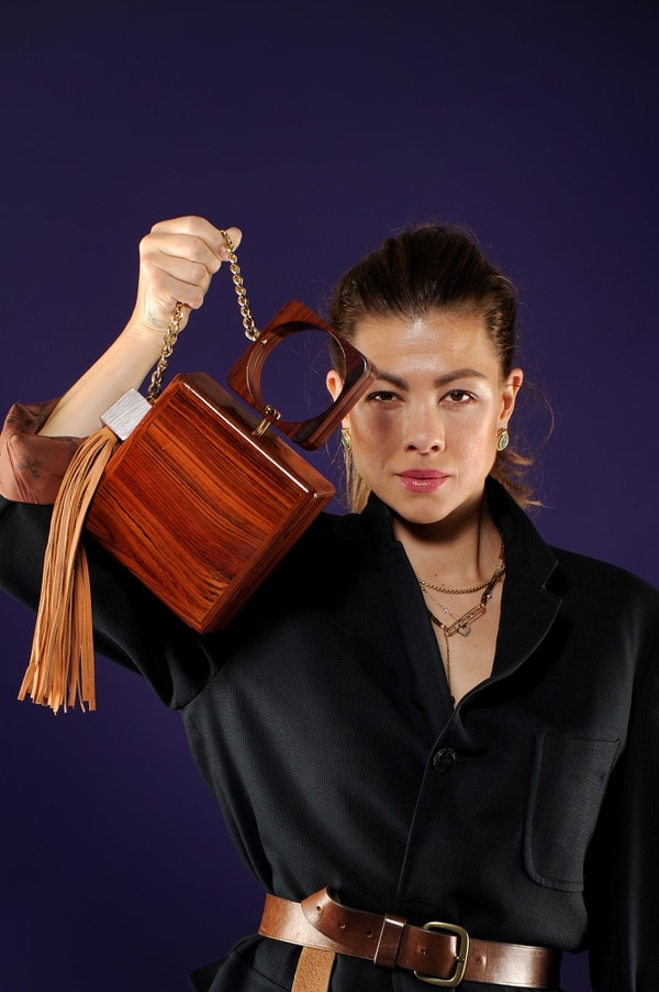 La diseñadora Stefani de La O creó la marca de accesorios de madera y cuero Nomadic Collector. Foto: Melissa Fernández