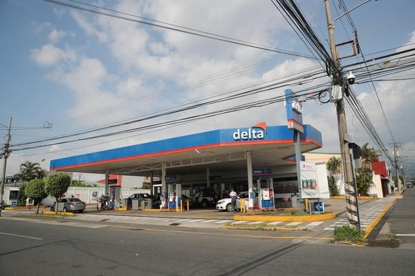 La foto gasolinera Delta en Moravia tenía problemas con abastecimiento de diesel y gasolina súper debido a la huelga. Foto Jeffrey Zamora
