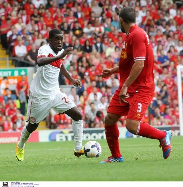 El ariete costarricense, Joel Campbell, disputó el encuentro que el Olimpiakos griego perdió 2-0 contra el Liverpool de la Premier League inglesa.