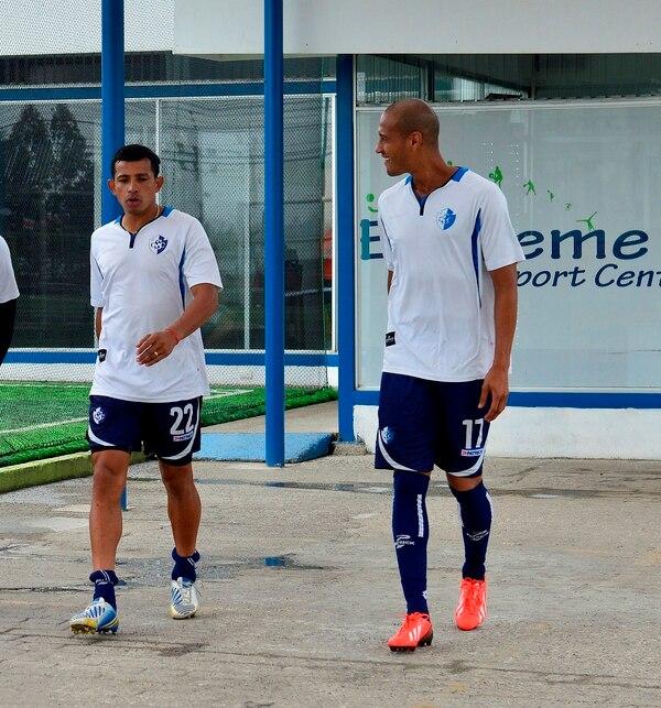 Esteban Sirias y Carlos Johnson son dos de los jugadores que fueron separados de Cartaginés.