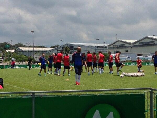La Selección de Estados Unidos se entrenó este miércoles en la cancha de la empresa Dos Pinos en El Coyol de Alajuela.