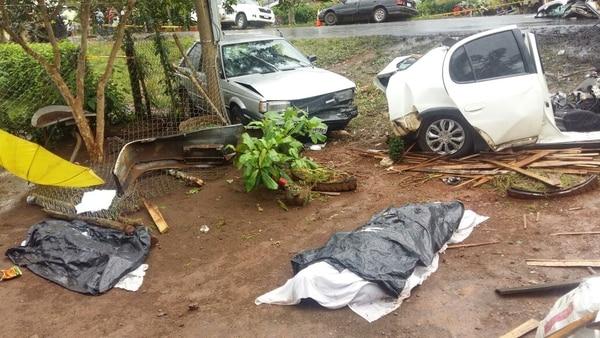 El OIJ levantó los cuerpos de las dos víctimas que murieron en el sitio; las otras dos personas fallecieron en el hospital.