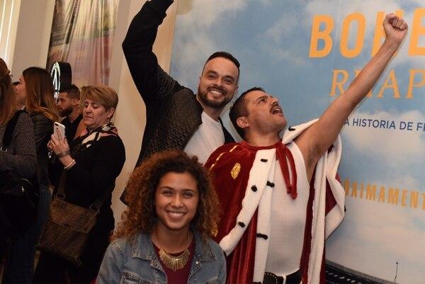 Seguidores de la banda Queen estaban emocionados por el estreno del filme. Fotografía: Carlos González/Ojo por Ojo