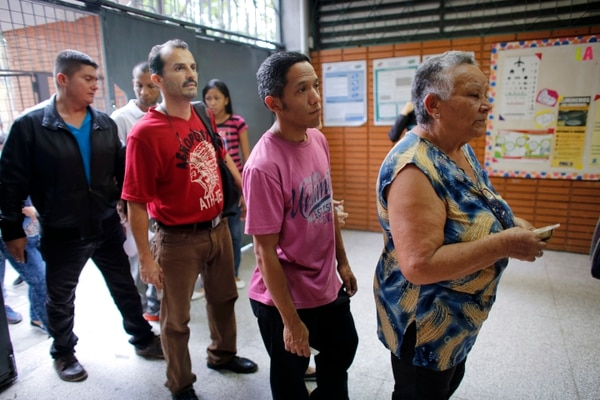 Votantes hacían fila en un recinto electoral en Caracas, el domingo 20 de mayo del 2018