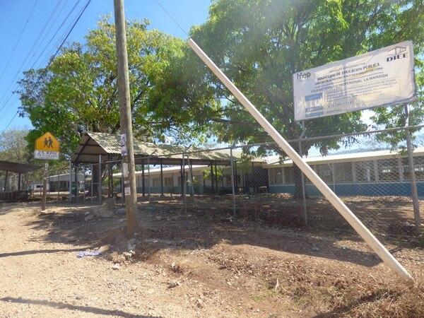 El CTP de La Mansión, en Nicoya, consta de 15 aulas y dos baterías de servicios sanitarios. Las instalaciones se estrenarán el próximo lunes. La construcción de cada centro educativo dañado tardará, al menos, tres meses cada una; estarían listos para el 2015, según el MEP. | CINTHYA BRAN