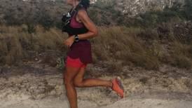 Ultramaratonista tica que corrió 26 maratones en 2019 empezará temporada con exigente prueba en Hawái