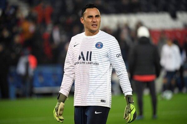Keylor Navas en el calentamiento previo al juego entre el PSG y el Nantes. Fotografía: AFP