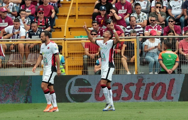 Marco Ureña y Ariel Lassiter son dos de los rojinegros que pueden llamar la atención de clubes del extranjero. Fotografía: Alonso Tenorio