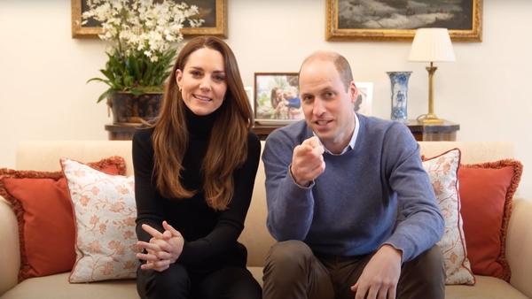 Kate Middleton y el príncipe Guillermo mostraron su lado más espontáneo durante el primer video que agregaron a su canal oficial de YouTube. Captura de pantalla