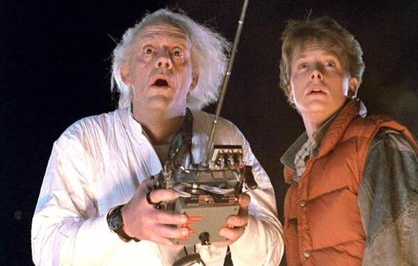 Los actores Christopher Lloyd y Michael J. Fox aceptaron ser parte de la actividad para recaudar fondos para combatir el nuevo coronavirus. Fotografía: Archivo