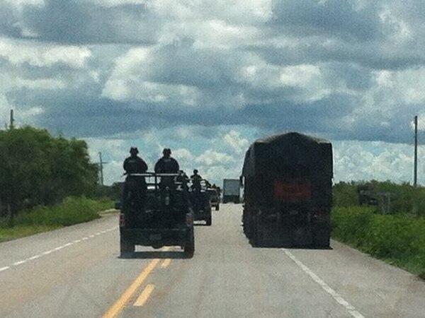 Una caravana militar en labores de vigilancia en una carretera del estado de Tamaulipas. | ÁLVARO MURILLO